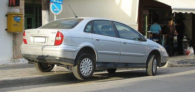 Ciekawy sposób na zaparkowanie samochodu
