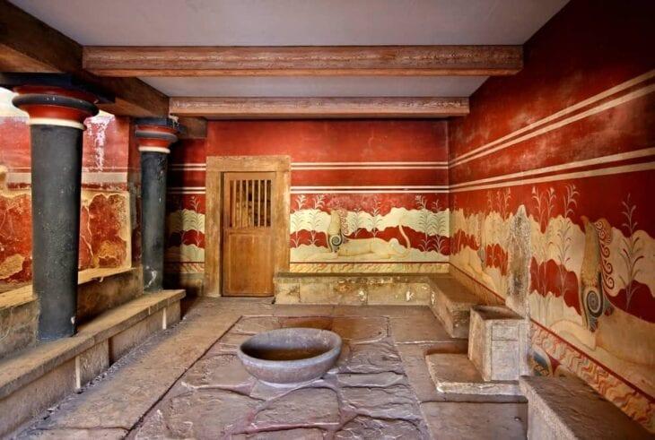 Demi-trône du Palais Minoen