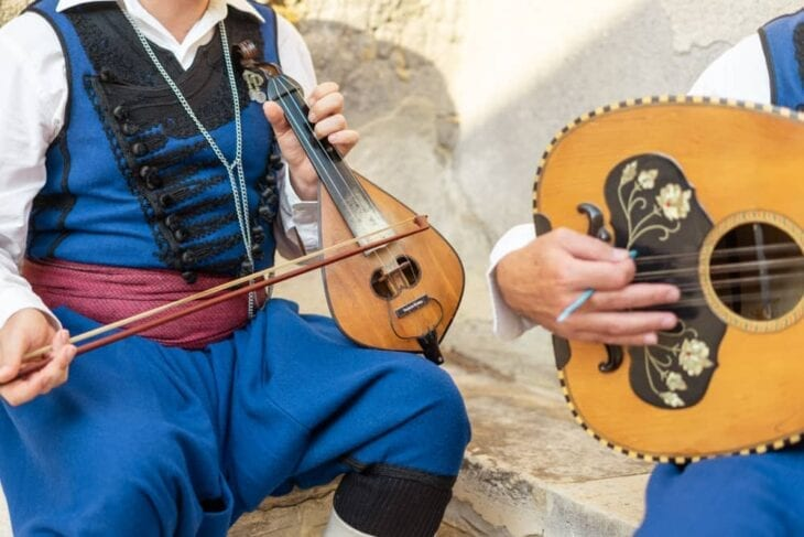 Cretan musicians playing the lyra and laouto