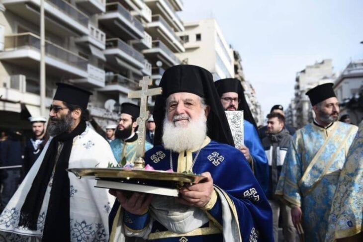 Cerimonia di benedizione dell'acqua dell'Epifania del sacerdote greco