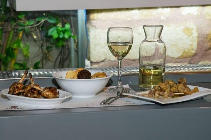 Prassein Aloga Restaurant Chania