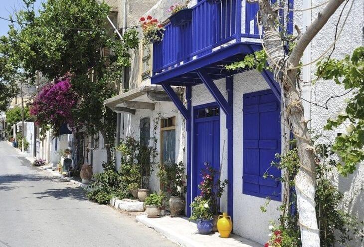 Street scene in Mirtos