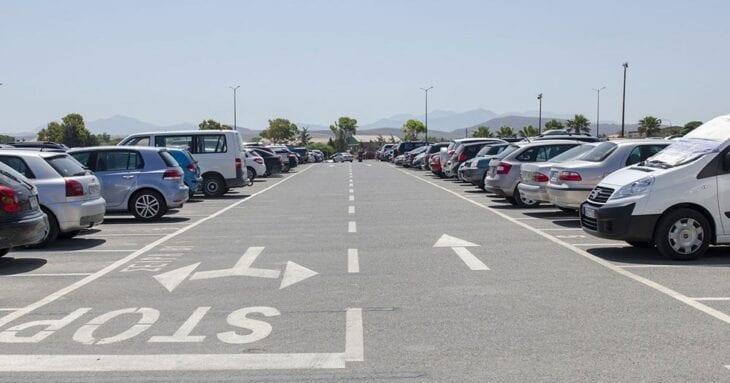 Heraklion Airport Parkinng