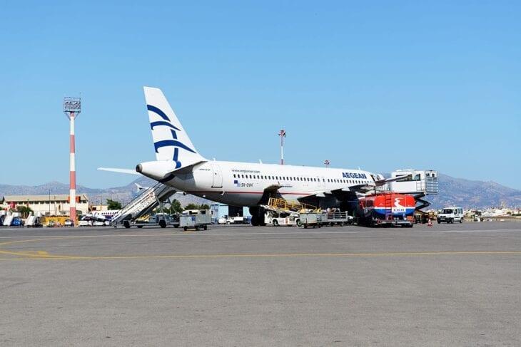 Samolot Aegean na lotnisku w Heraklionie