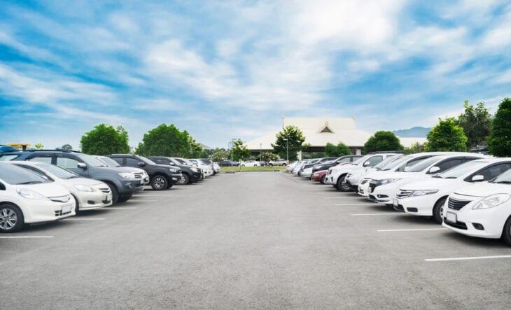 Auto-Parken Groß vs. Kompakt