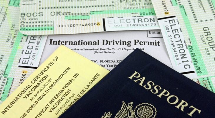 Dokumenty podróży / Paszport i międzynarodowe prawo jazdy