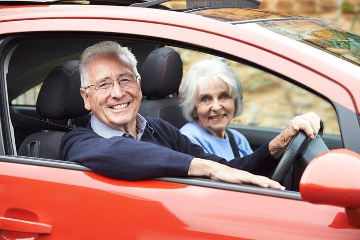 Coppia senior noleggio auto a Creta