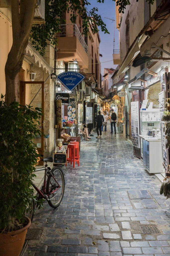 Nightlife in Rethymno alleys