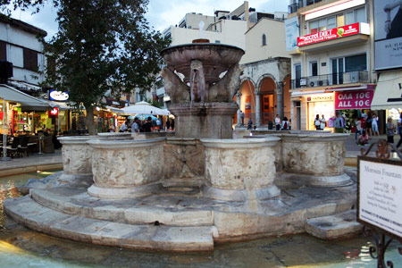 Heraklion - Lion Square - Morozini Fountaine