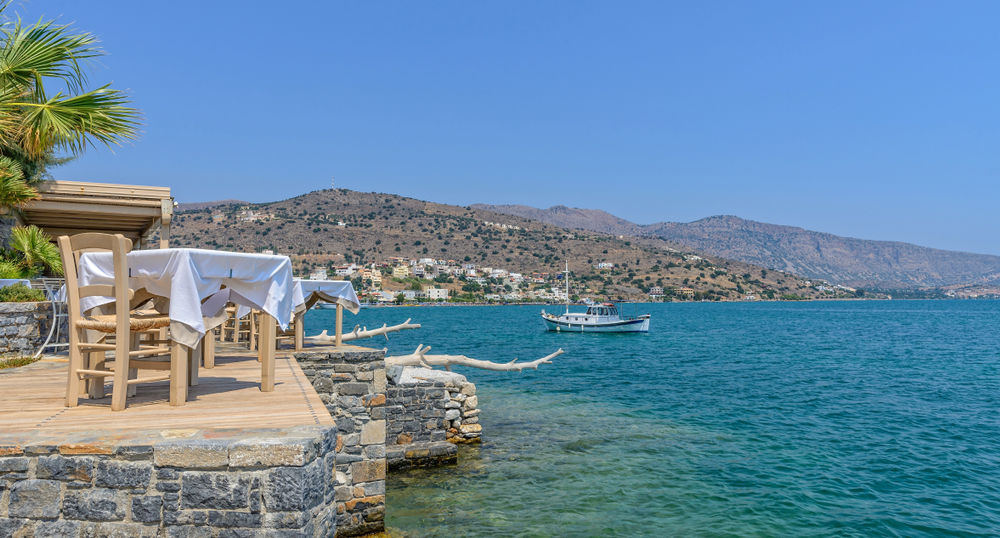 Tafel gedekt in lokale restaurants in Elounda